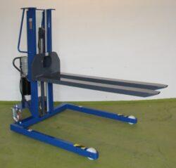 F 3MLO/2000x560 dle P043/15/2/TU-Použitý obkročný vysokozdvižný vozík.