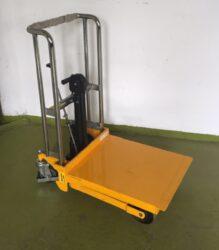 LFC 4N085 - vysokozdvižný vozík s nožním zdvihem - BAZAR-Vysokozdvižný vozík s nožním zdvihem, nosnost 400 kg, max.zdvih 850 mm, šířka vidlic 550 mm
